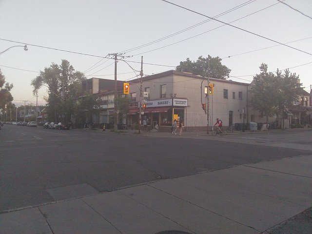 Looking south, Dovercourt at Hallam #toronto #dovercourtvillage #dovercourtroad #hallamstreet #progressbakery#evening