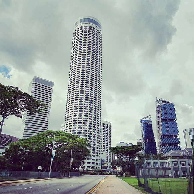 Raffles City #Singapore #Singapura #architectureporn #architecture #arquitectura #architecturephotography #architektur #cityscape #urban #urbanscape #cityscapes #architecturelovers #samsung #tower #skyscraper #city #cityscape #cityscapes #archi #archidail