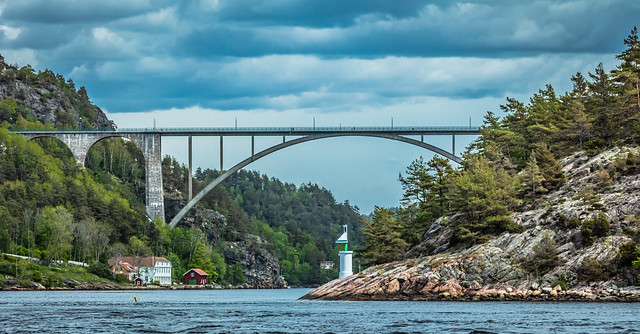 The old bridge seen from the fjord