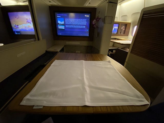 Thai Airways Royal First - BKK-HKT - Nappe Dressée