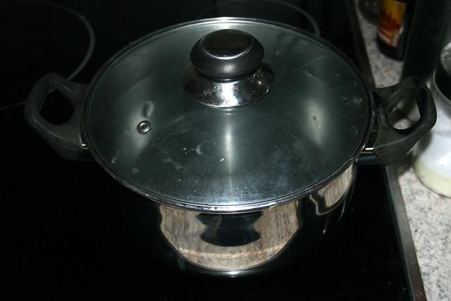 01 - Topf mit Wasser aufsetzen / Bring water in pot to a boil
