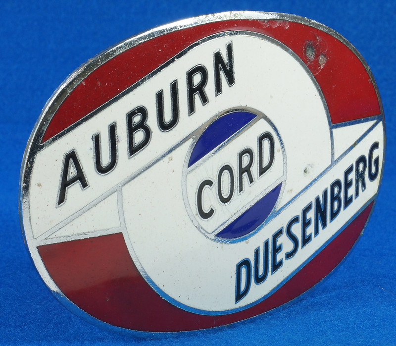 RD29642 RARE! Vintage AUBURN CORD DUESENBERG Badge Emblem Bumper License Plate Topper DSC07279
