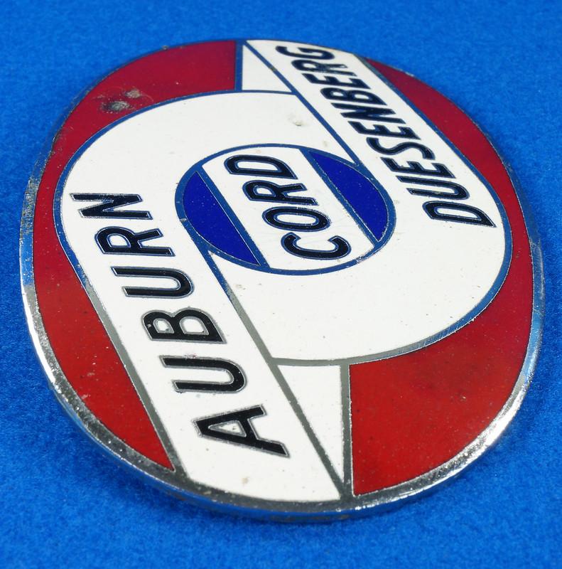 RD29642 RARE! Vintage AUBURN CORD DUESENBERG Badge Emblem Bumper License Plate Topper DSC07276