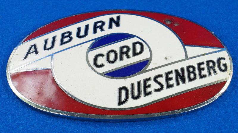 RD29642 RARE! Vintage AUBURN CORD DUESENBERG Badge Emblem Bumper License Plate Topper DSC07275