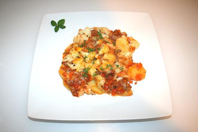 52 - Hearty Cauliflower meat casserole - Served / Deftiger Blumenkohl-Hack-Auflauf - Serviert