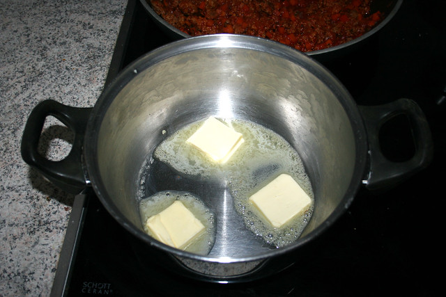 29 - Butter in Topf zerlassen / Melt butter in pot