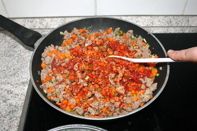 23 - Tomatenmark andünsten / Braise tomato puree