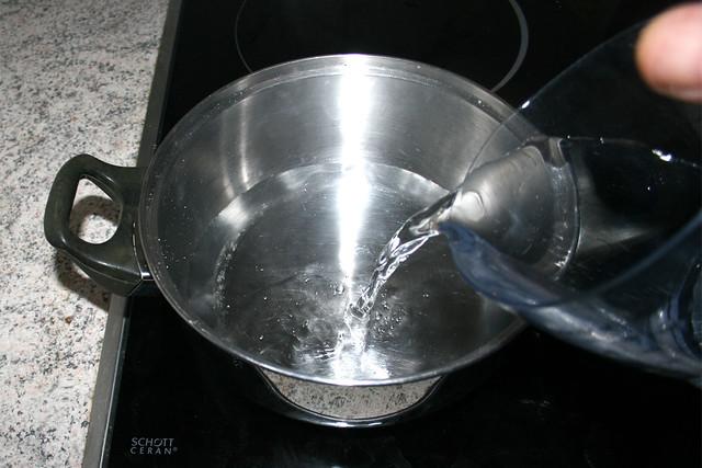 11 - Wasser in zweiten Topf erhitzen / Heat water in second pot