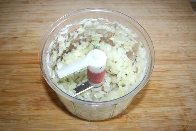 09 - Zwiebel würfeln / Dice onion