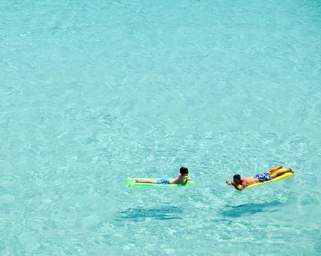 Uma piscina natural com águas transparentes em Menorca