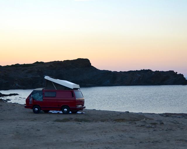 Furgoneta en el faro de Fafaritx en Menorca