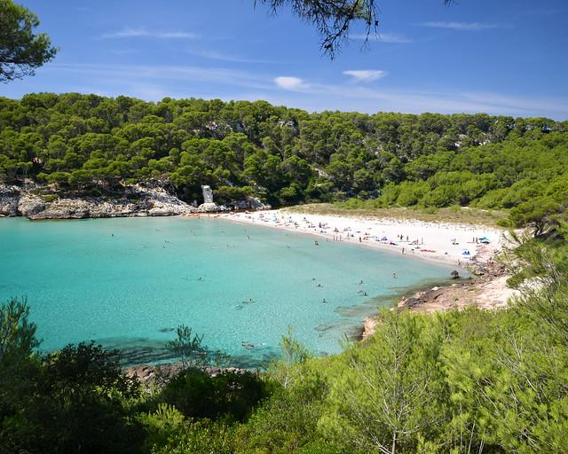 Vista de cima de Cala Trebaluger em Menorca
