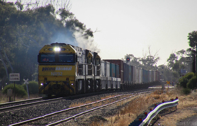 NR92 NR91 and NR90 proceed into Dimboola after a 20min wait at the loop signal