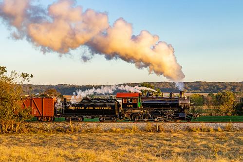 paradise pennsylvania unitedstatesofamerica canon77d 2470f4 steamlocomotive smoke sun goldenhour farm field amishcountry norfolkandwestern railway railroad mastadon
