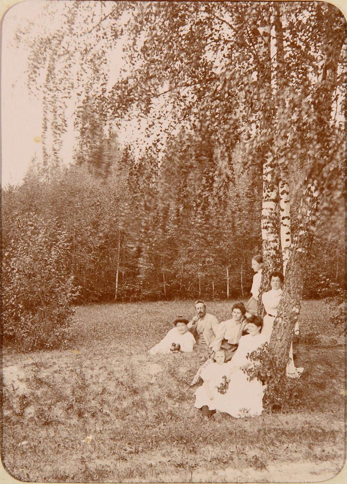 05. Групповой снимок отдыхающих на поляне