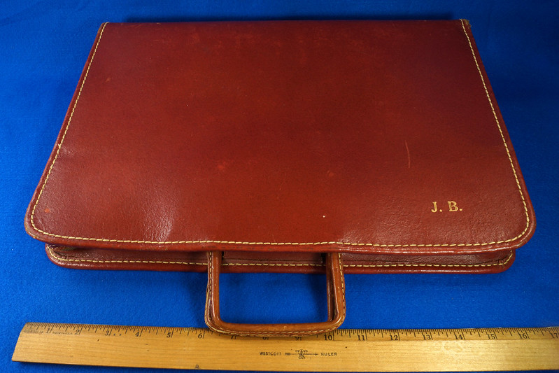 RD24057 Vintage Mid Century Leathercraft Chicago Split Cowhide Leather Briefcase, Attache DSC07541