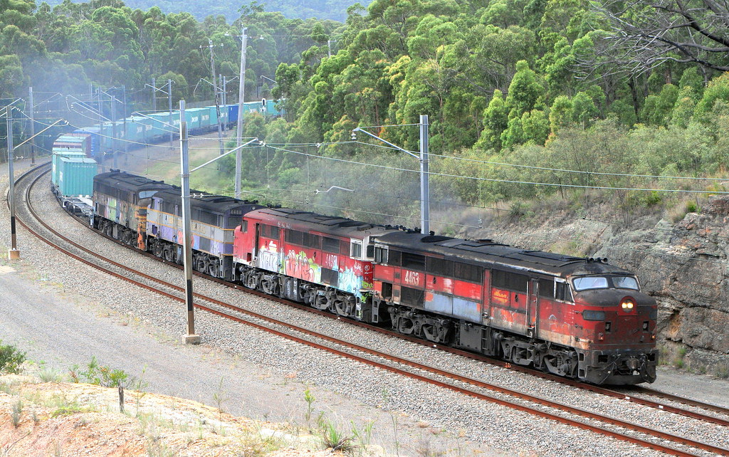 () 'ALCO WORLDS' MARK 2 44 CLASS UNITS 4463 + 4498 + 4488 & 4497 - LVRF #4168 SANDGATE TO PORT BOTANY FREIGHT - FASSIFERN 13th Dec 2006.