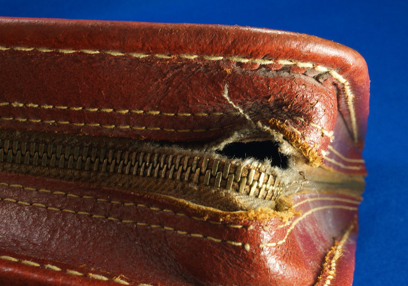 RD24057 Vintage Mid Century Leathercraft Chicago Split Cowhide Leather Briefcase, Attache DSC07545