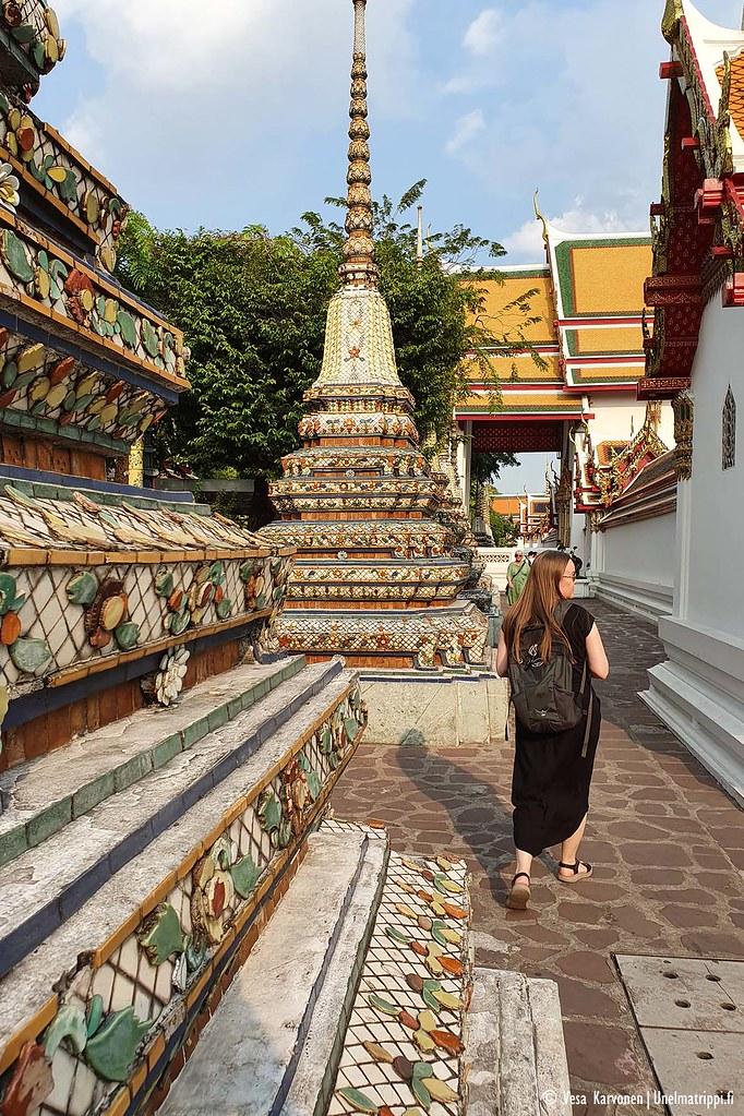 Wat Pho -temppelin stupien välissä on hauska kuljeskella