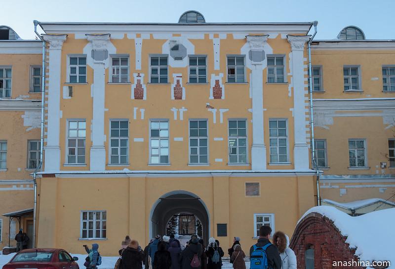 Фасад Лефортовского дворца со стороны Яузы