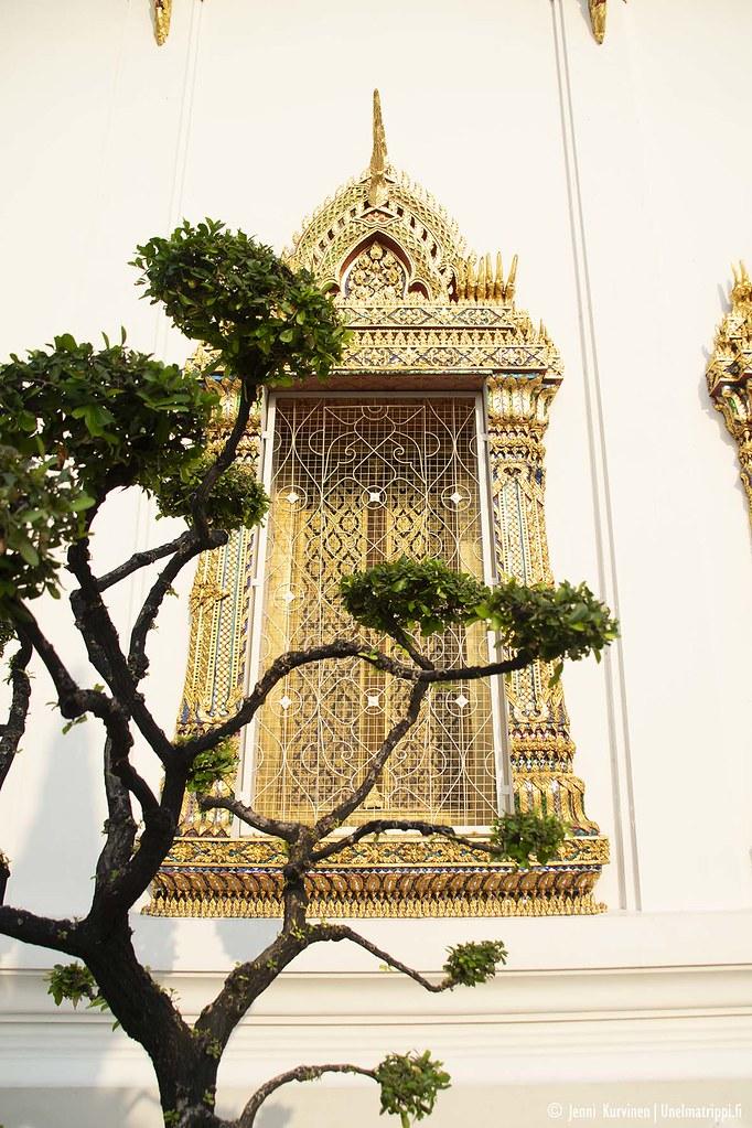 Koristeellinen ikkunaluukku Wat Phon temppelillä
