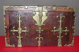 Zwischen 1600 u. 1700 (Zeit Louis XIV) Kapitänstruhe