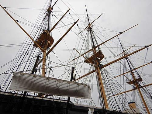 The frigate is both steam- and sail-propelled as can been seen by the three-masted rigging