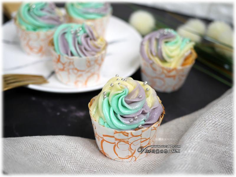 彩虹奶油霜杯子蛋糕105