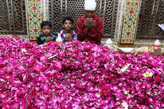 16335691894_53335b42bd_oCity Faith - Hazrat Amir Khusro's 716th Urs, Hazrat Nizamuddin Auliya's Sufi Shrine