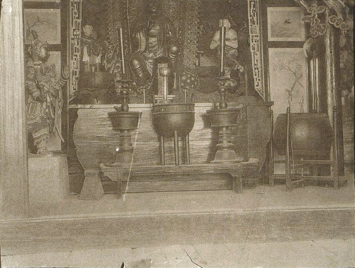 43. «Внутренний вид кумирни священного озера». Ноябрь 1900