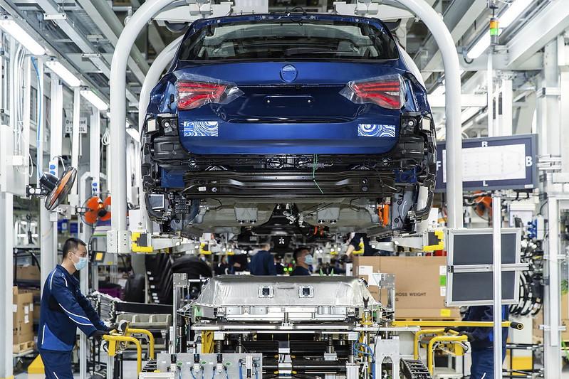 BMW-iX3 (2)