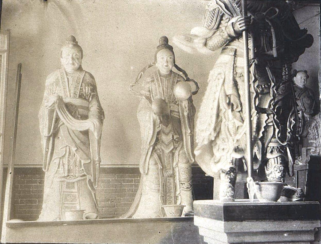 38. «Кумирни города Гирина. Боги». Ноябрь 1900