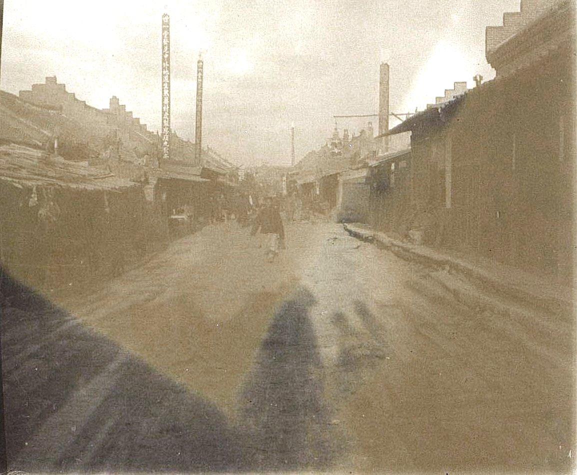30. На улицах города Гирина. Ноябрь 1900