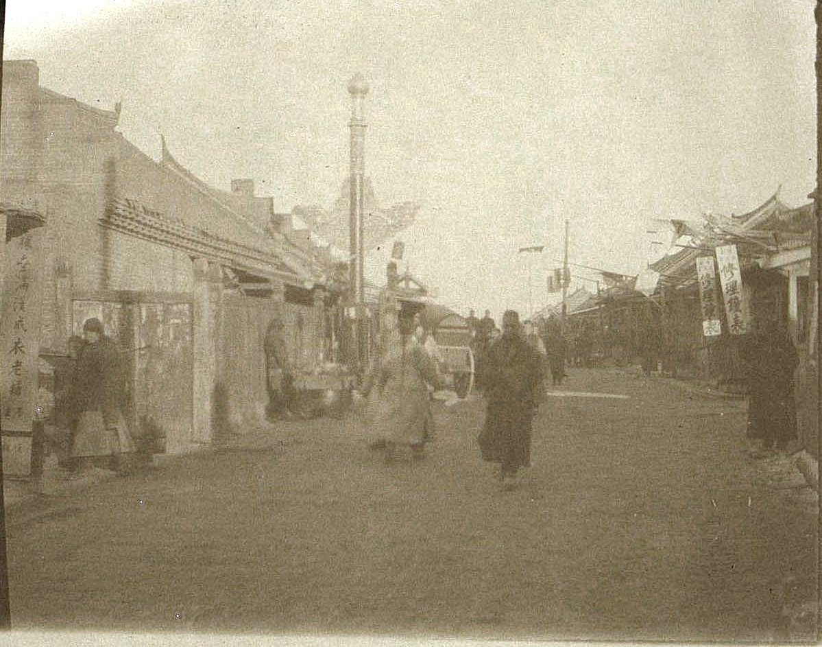 29. На главной улице города Гирина. Ноябрь 1900