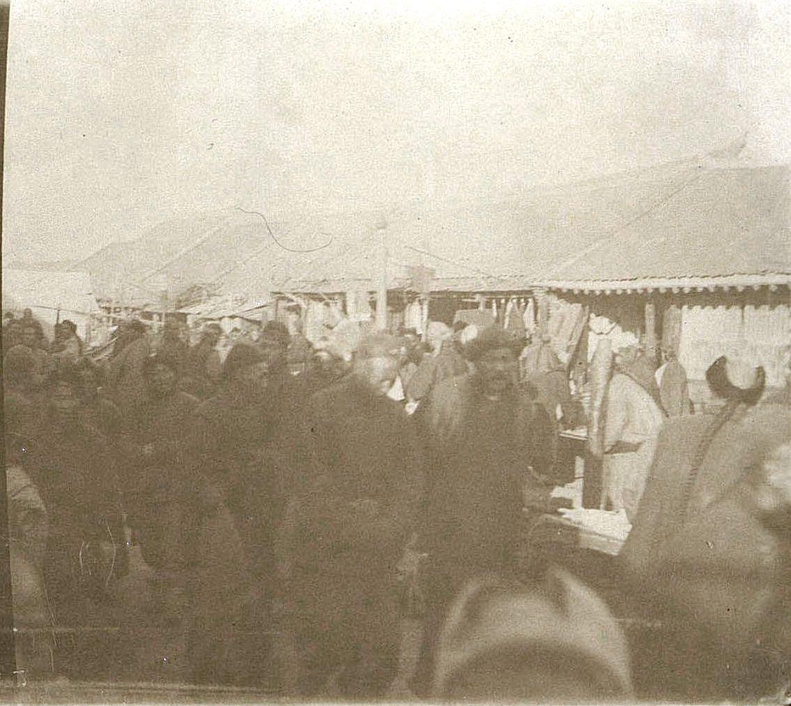 27. Толкучка на улицах города Гирина. Ноябрь 1900