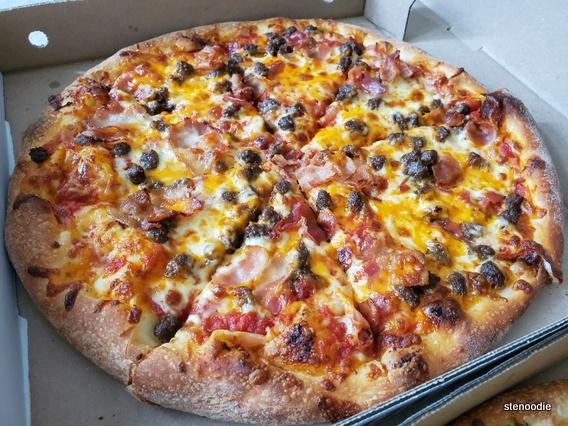 Banquet Cheddar pizza