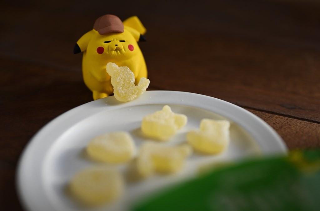 跪求商品化!日本原型師 Montomi 作品「皺臉皮卡丘」結合「皮卡丘軟萌Pure造型軟糖」醜萌表情為作品注入爆笑靈魂~