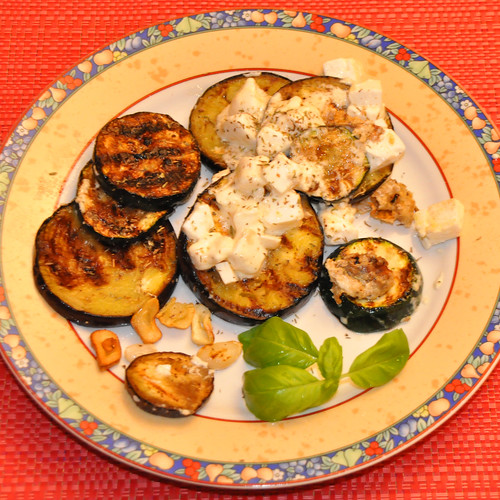 Juni 2020 ... Gegrilltes Gemüse mit Schafskäse und viel Knoblauch ... Brigitte Stolle