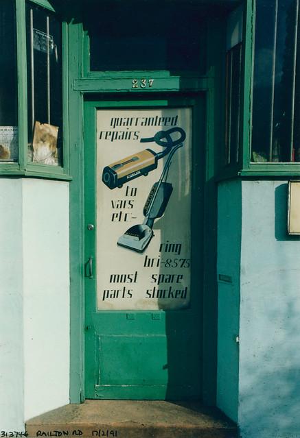 Repairs, Railton Rd, Brixton, 1991 TQ3174-005