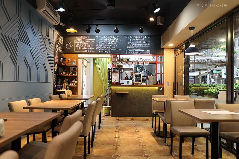 禾豐咖啡館新莊捷運站不限時插座無線網路032