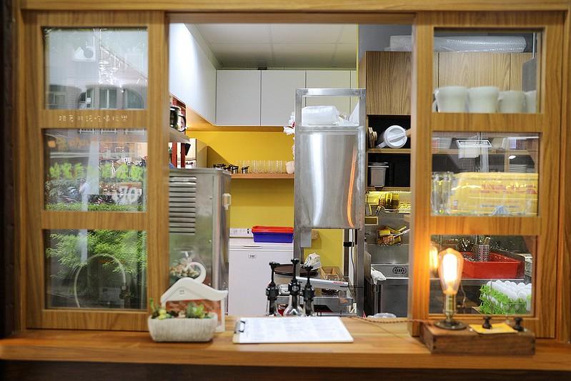 禾豐咖啡館新莊捷運站不限時插座無線網路013