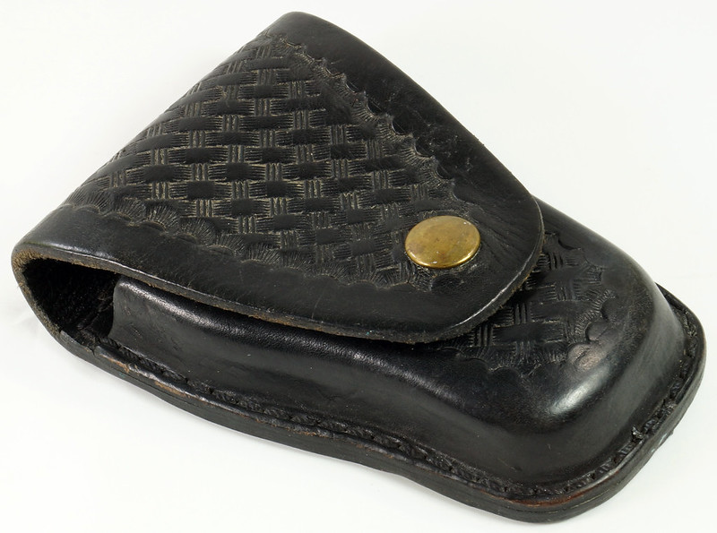 RD23627 Vintage Ted Blocker # 23 Black Heavyweight Leather Hand Cuff Case - Basket Weave DSC07624