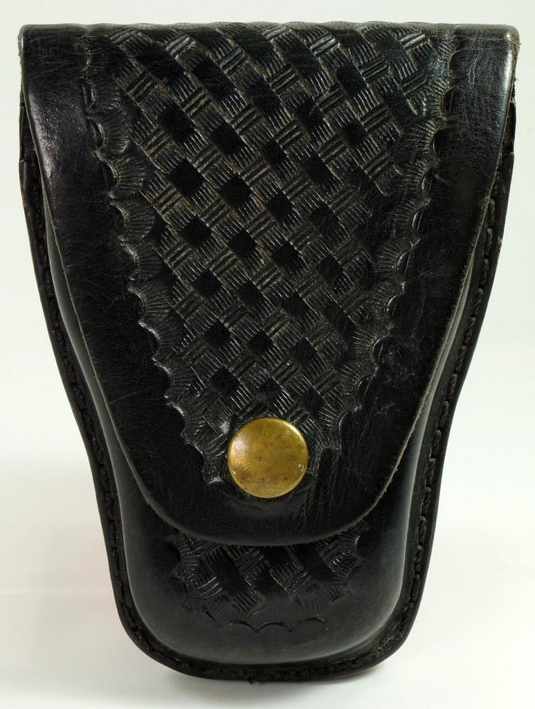 RD23627 Vintage Ted Blocker # 23 Black Heavyweight Leather Hand Cuff Case - Basket Weave DSC07629
