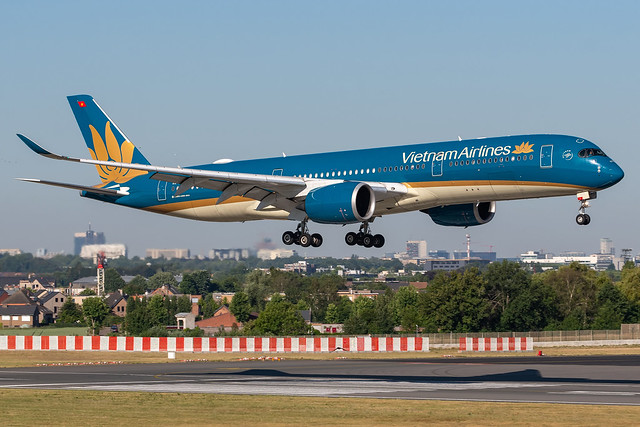 Vietnam Airlines / A359 / VN-A895 / EBBR 01
