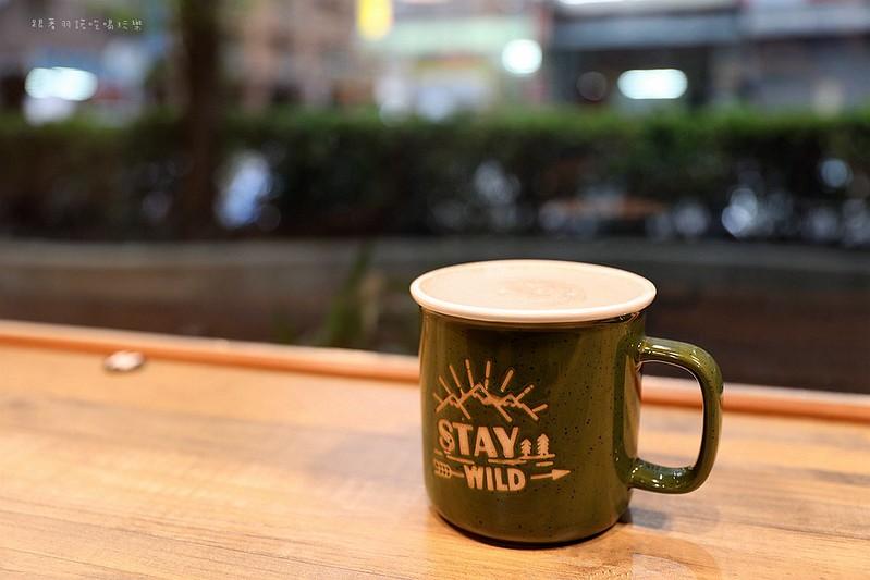 禾豐咖啡館新莊捷運站不限時插座無線網路063