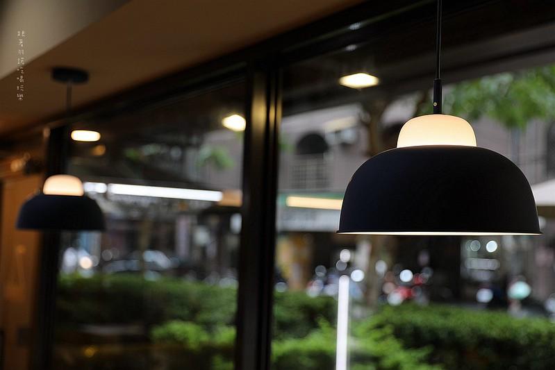 禾豐咖啡館新莊捷運站不限時插座無線網路046