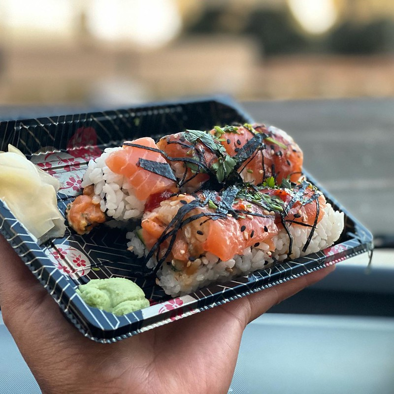 #kvpinmybelly Sushi and a movie. Slammin' Salmon from @smokinfinsgrill for our movie night at @westwinddiandpm in Glendale. These rolls have spicy salmon mixed with garlic, cucumber, cilantro, sesame seeds, Fins' Eel Sauce and Sriracha 13. NOM! #sushi #sa