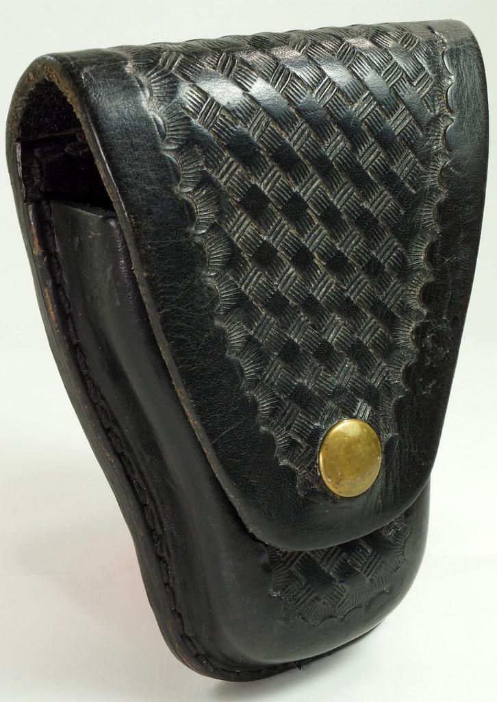 RD23627 Vintage Ted Blocker # 23 Black Heavyweight Leather Hand Cuff Case - Basket Weave DSC07631