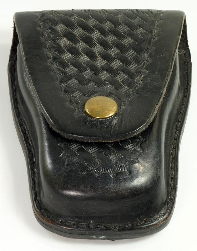 RD23627 Vintage Ted Blocker # 23 Black Heavyweight Leather Hand Cuff Case - Basket Weave DSC07627