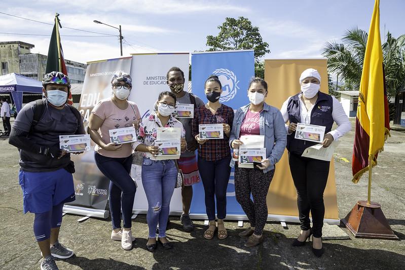 Entrega de plan de datos y tablets a docentes de Unidades Distritales - Santo Domingo de los Tsáchilas
